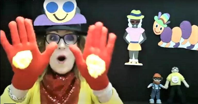 Gwyn-Gwyn-Gwynnie-Gwyn-Gwyn saying hi to the children on the Story Time Show